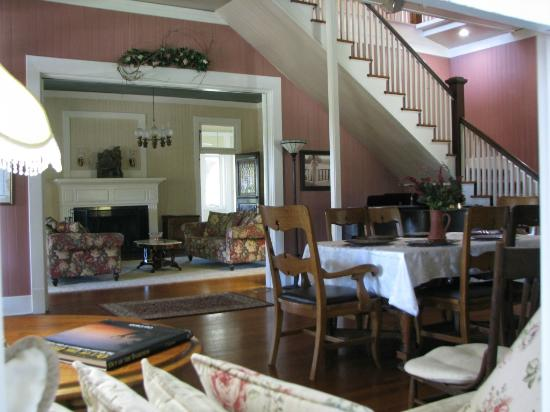 Haven River Inn: Inn interior is furnished beautifully with antiques