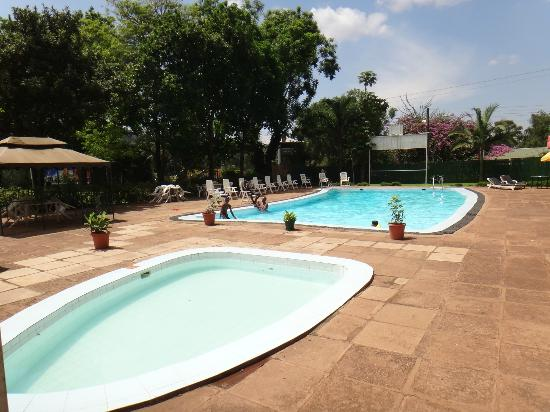 Fairway Hotel: Pool area