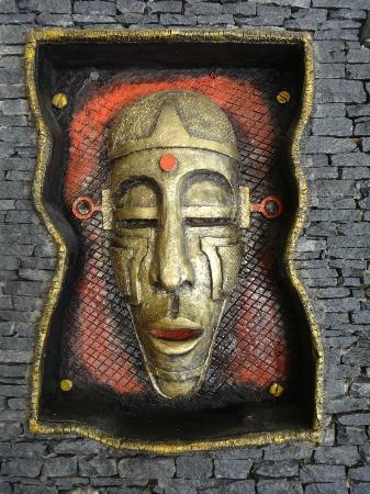 فيرواي هوتل آند سبا: Artwork in the lobby
