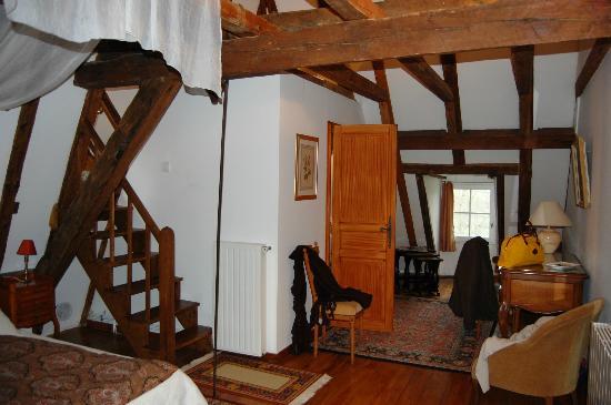 Chateau de Porthos : Baño y acceso a la habitación de los niños