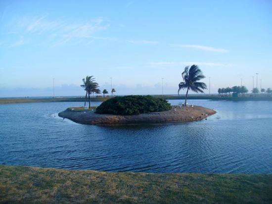 Aracaju, SE: Isla en lago de playa Atalaia