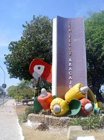 Aracaju, SE: Sìmbolo de la ciudad: un ara con cajús