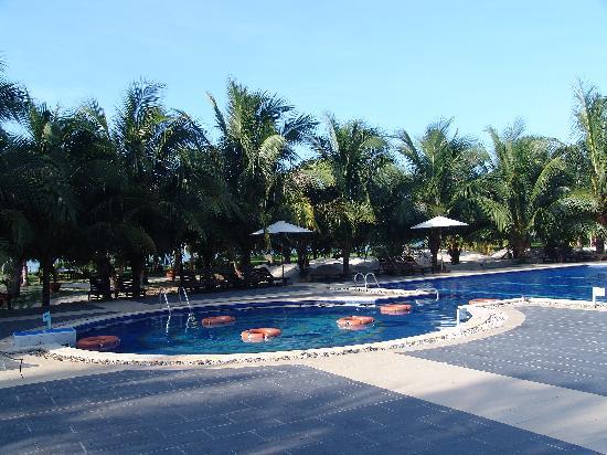 Dat Lanh Resort: Бассейн