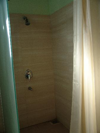 Dat Lanh Resort : Душевая у бассейна
