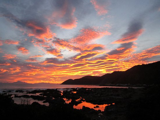 Kiwi Coastal Tours : Sunset around the south coast