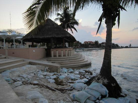 Omni Puerto Aventuras Beach Resort: Protecting the beach.  Although the beach was gone, this is still the ideal place to stay in Pue