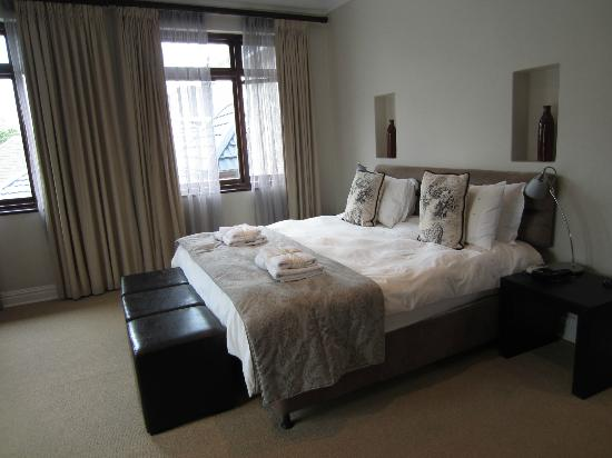 Manor 38: Big bedroom