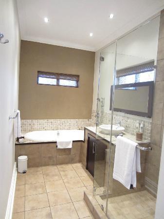 Manor 38: Bathroom