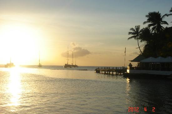 Hurricane Hole Bar : End of a great day w The Moorings