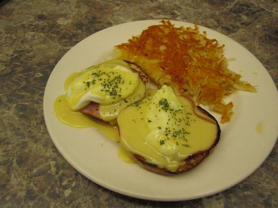 Boondockers Cafe: Eggs Benedict