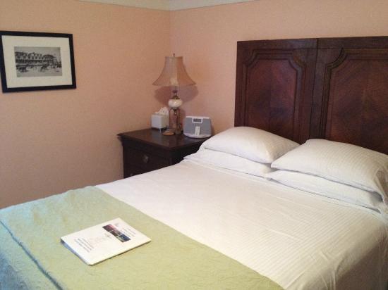 Beach Spa Bed and Breakfast: Inside of Breakers Room