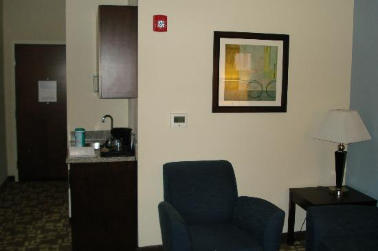 Holiday Inn Express & Suites Atlanta Airport West - Camp Creek: side of sitting room