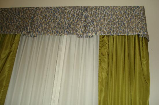 Holiday Inn Express & Suites Atlanta Airport West - Camp Creek: Drapes