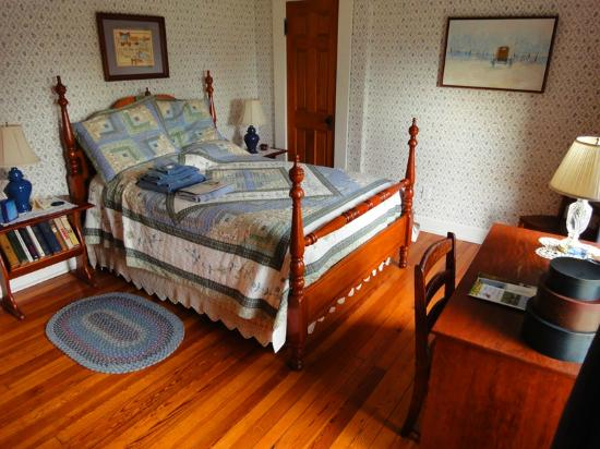 Homeplace Bed and Breakfast: One of the two upstairs guest rooms
