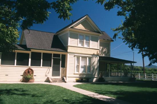 Rancho de la Fuente: Victorian house