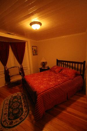 Rancho de la Fuente: The Red room