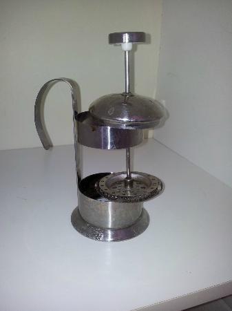 Capricornia Apartments: coffee plunger minus the glass!