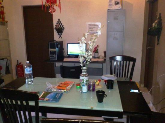 AljuniedSG Dining And Computer