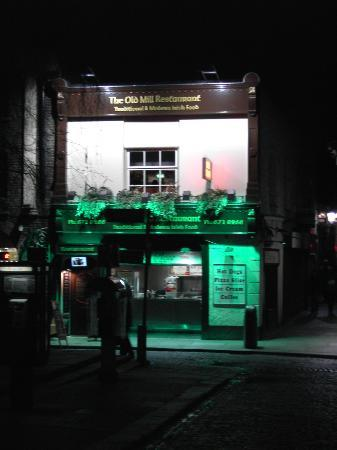 Grafton Capital Hotel: local pub