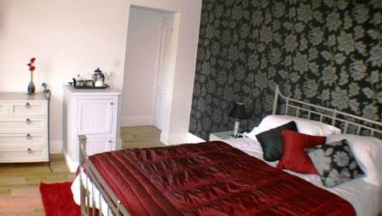 Bredy House B&B: King size bedroom