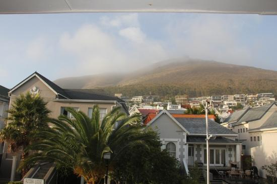 David's Bed & Breakfast Guest House: Signal hill from the balcony of our room