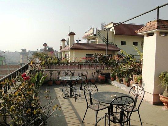 โรงแรมโฮลีฮิมาลายา: Holy Himalaya Hotel - rooftop terrace