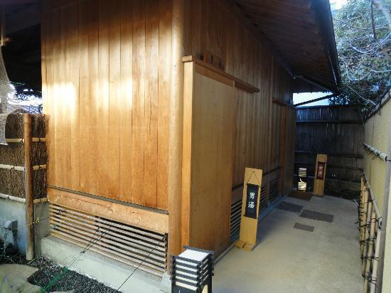 Gingetsu: 露天風呂の入口です。