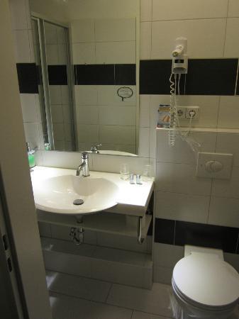Hotel Prens Berlin : Waschbecken u. WC