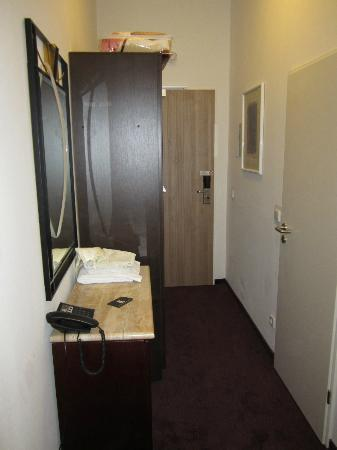 """Hotel Prens Berlin: """"Gang"""" im Zimmer"""