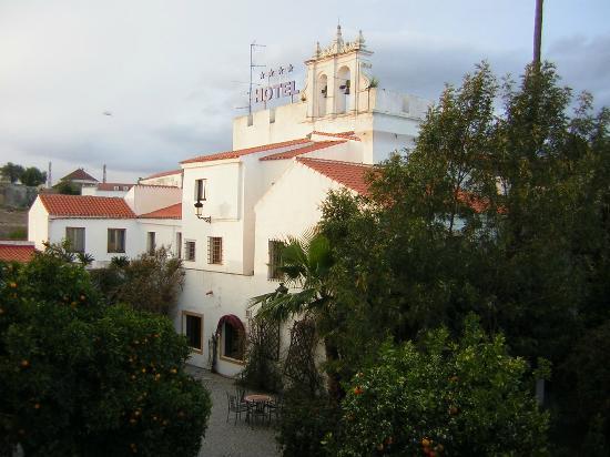 Hotel Sao Joao de Deus: Vista desde la muralla y la piscina.