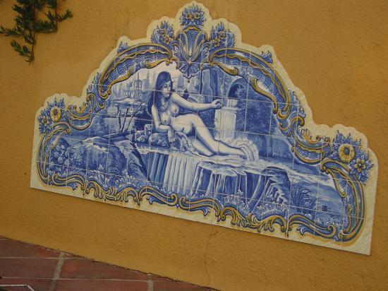Hotel Sao Joao de Deus: azulejos decorativos de la zona de piscina.