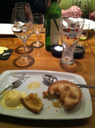 Queens Head Riverside: apple pie home made ???