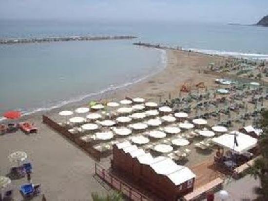 Hotel Villa Daniela: Spiaggia convenzionata