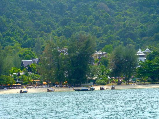 Anyavee Tubkaek Beach Resort: View of the Hotel from the sea