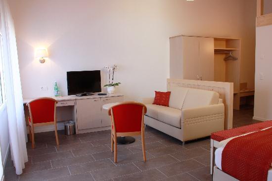 Chalet Gafri - BnB: Alle Zimmer mit Sitzecke, Pult, Kabel-TV+Radio, Safe+Frigor