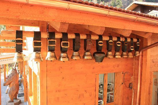 Chalet Gafri - Hotel and BnB: Glockenspiel aus Familientradtion