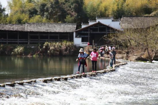 Rainbow Bridge of Shangrao: Crossing the river beneath