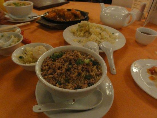 The Red Pepper : エビチリ、チャーハン、ジャージャー麺
