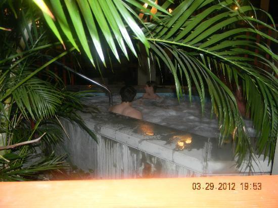 بست ويسترن توني إن: Indoor hot tub