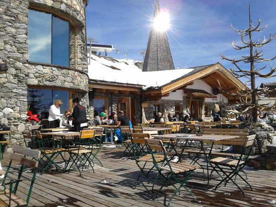 Schneekarhutte: A good lunchtime stop for food and wine