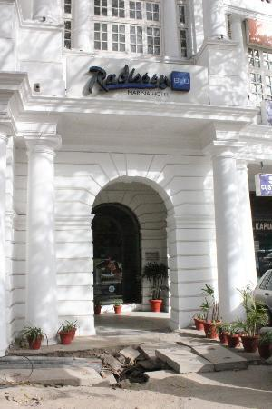 Radisson Blu Marina Connaught Place: The entrance