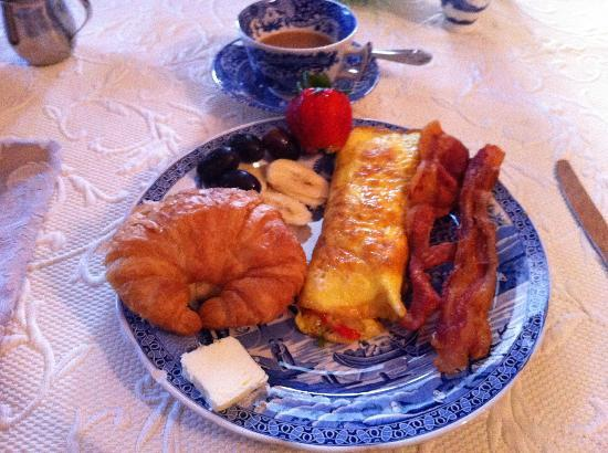 Claremont House Bed and Breakfast: 5 Star Breakfast - hot and perfect