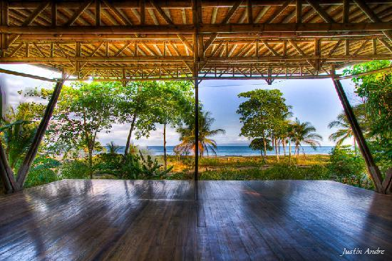 Iguana Lodge: Beach Yoga Deck.