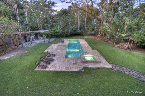 Iguana Lodge: Pool, from the Spa and Yoga Deck