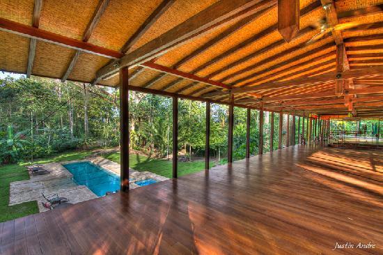 إجوانا لودج آند سبا بيتش ريزورت: Pool-side Yoga Studio