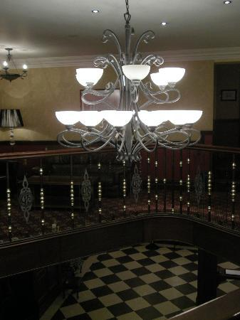 The Central Hotel - Donegal: Lobby chandelier