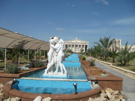 Kaya Artemis Resort and Casino: Anlage draussen
