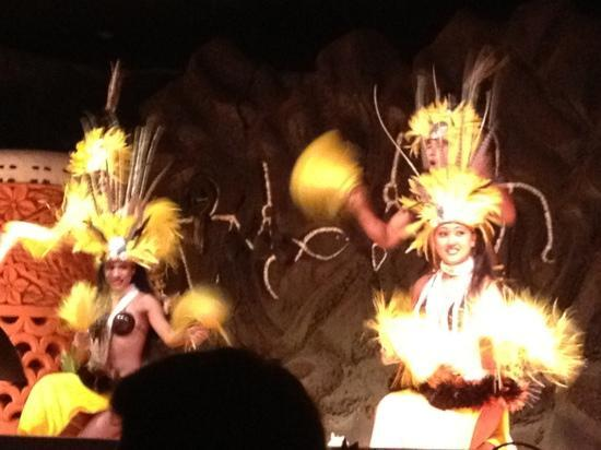 Legends of the Pacific Luau : dancers