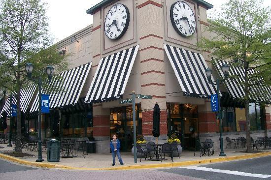 Courtyard by Marriott Gaithersburg Washingtonian Center: Corner bakery cafe