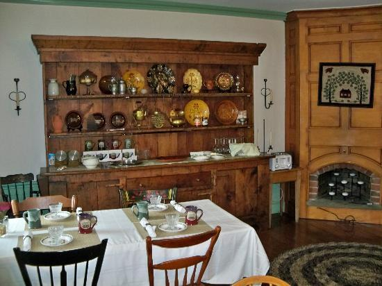 Historic Smithton Inn: Breakfast area
